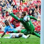 Michael Owen skorar gegn City