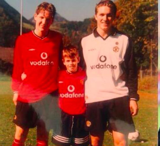 Schweinsteiger í rauðri United treyju með Vodafone merkinu